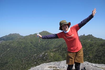 快晴の黒味岳山頂20130425