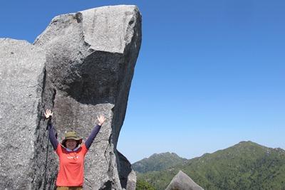 黒味岳の巨石20130415
