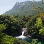 トローキーの滝とモッチョム岳