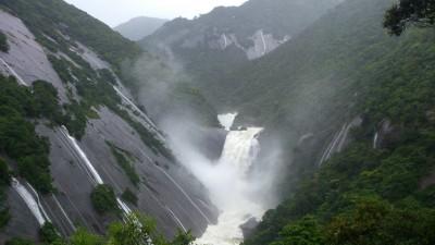 千尋滝 大雨
