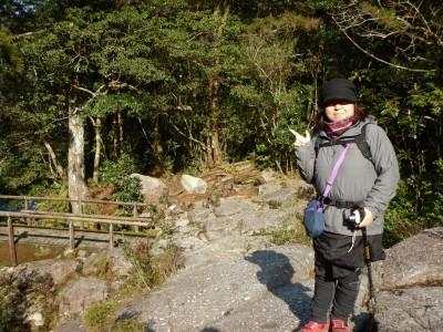 白谷雲水峡ツアー憩いの大岩で猿に出会う
