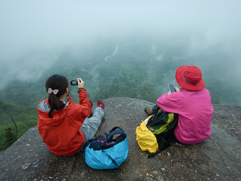太鼓岩~霧が晴れ川と森が見えていました。