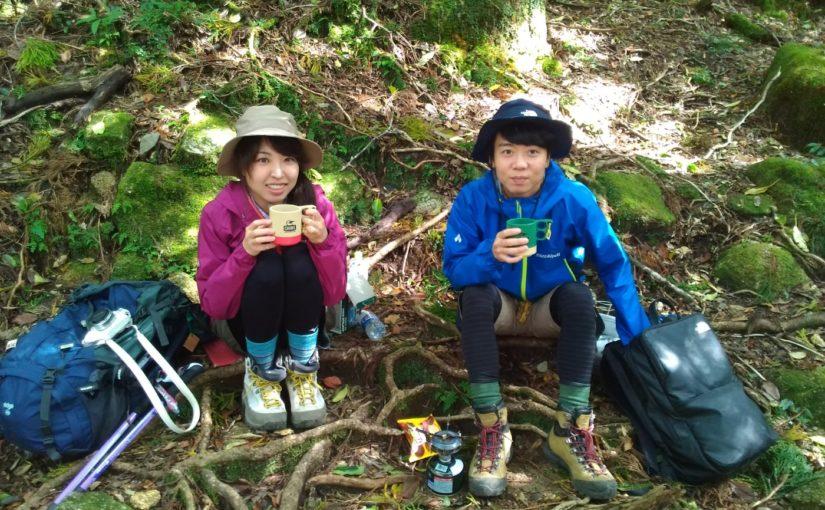 山でカメラとコーヒー